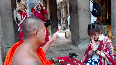 Chinese girl got sacred water from my monk