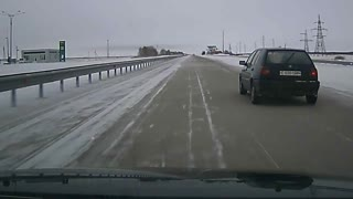 How Not To Clear Snow On The Highway - Video