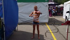 Talented girl plays violin while hula-hooping - Video