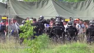 Tear gas and desperation at Hungary migrant camp - Video