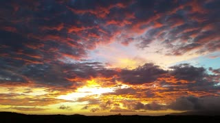 Majestic Hawaiian sunset follows hurricane - Breathtaking sight!
