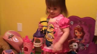 Jaylen sings the Minion Banana Song - Video