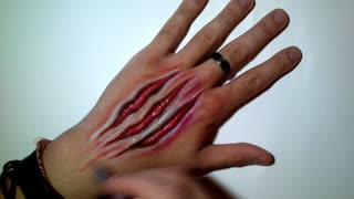 This Halloween hand art looks unbelievably real! - Video