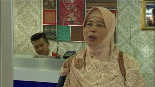 Floating bank helps Indonesia islanders