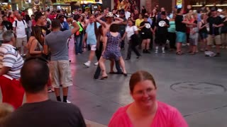 Tourist captures true spirit of what happens in Las Vegas - Video