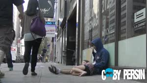 Social Experiment: Homeless drug addict vs. homeless father - Video