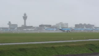 KLM pilot executes terrifying landing in stormy winds - Video