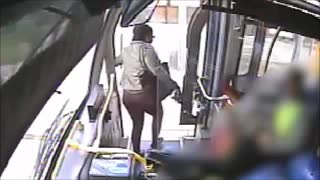 Disgusting woman throw cup of urine - Video