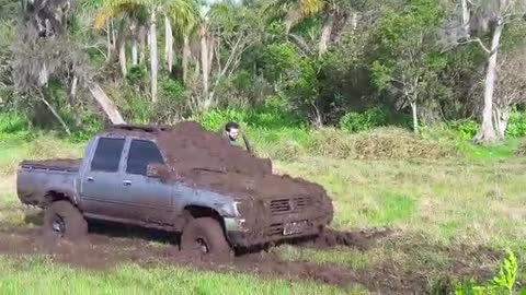 Toyota gets stuck in mud, Jeep makes it much worse
