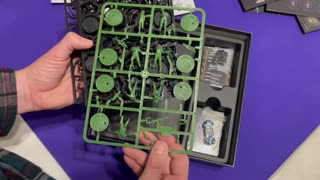 Aliens the board game unboxing .