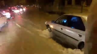 Flooding in Khorramabad causes travel chaos - Video
