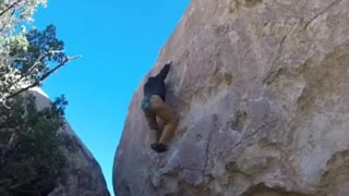 Climber Has Scary Fall From Boulder - Video