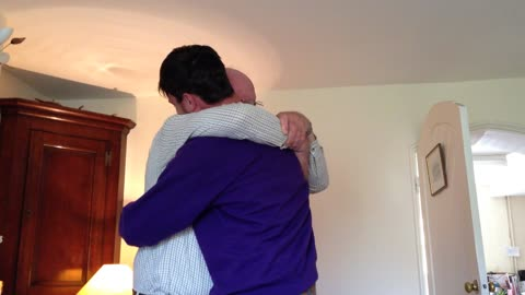 Son surprises father with early homecoming