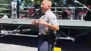 Police officer hops into game of Double Dutch - Video