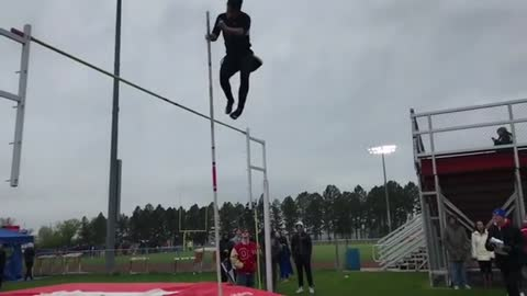 EPIC Pole vault fail! You gotta get go of the pole bro!