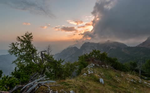 Mountaintop time lapse captures early sunrise