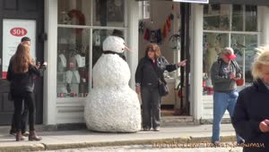 Evil snowman scares unsuspecting passersby - Video