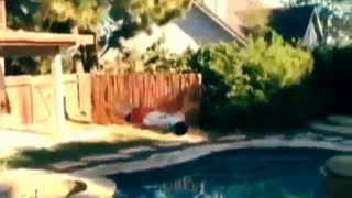 Guy jumps from roof of house blly flop into pool - Video