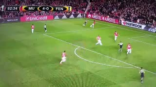 GOAL! RVP scores and gets an ovation from everyone in the ground, including Fergie! - Video