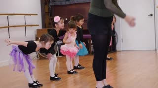 Tenacious ballerina dancer refuses to give up - Video