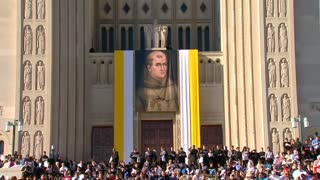 Pope grants sainthood to controversial figure - Video