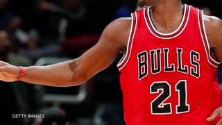 Jabari Parker POSTERIZES Entire Bulls Squad, Dwyane Wade Honors Craig Sager - Video