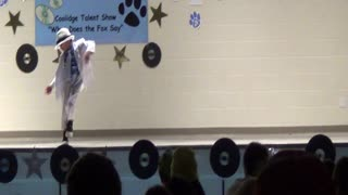 Toddler performs Michael Jackson dance at talent show - Video