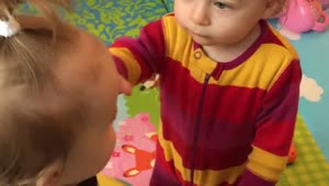 Twin babies learn to be gentle with each other - Video