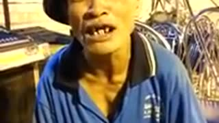 The man with the world's funniest teeth - Video