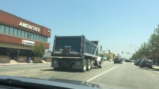 Runaway Dump Truck Crashes in Other Drivers - Video