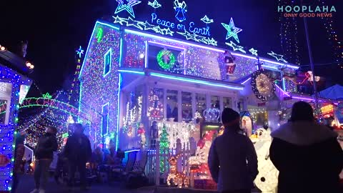 This is One Of The Best Christmas Lights Displays EVER - And For a Good Cause