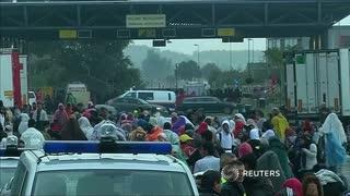 Austria, Germany open borders to exhausted migrants - Video