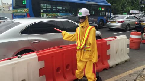 South Korea uses robots as traffic guards