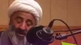 Akhond singing a traditional Persian song - Video