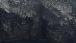 Amazing cliff diving at Rick's Cafe, Jamaica - Video