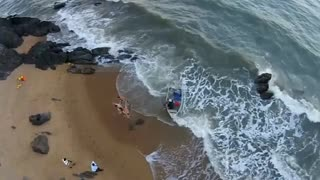 Beach wedding turns into dramatic rescue - Video
