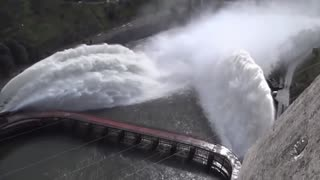 How dams work to create electricity with water