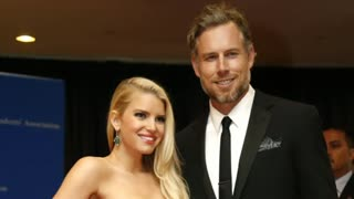 Jessica Simpson marries, Lopez in Paris - Video