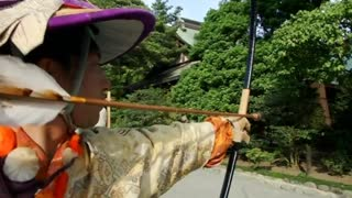 Japanese keep ancient archery tradition alive - Video