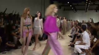 Diane Von Furstenberg's golden spring - Video