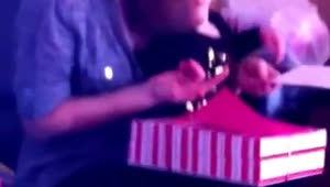 Baby falls asleep during own birthday party - Video
