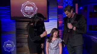 Blake Shelton's Fan Moment win | Rare Country - Video