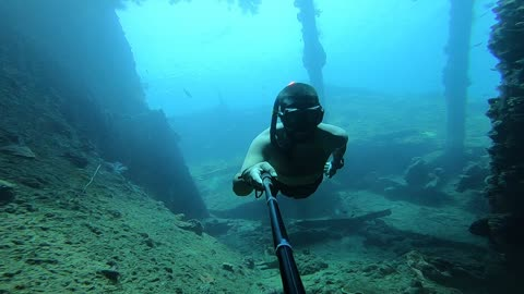 Incredible ship wreck freediving session