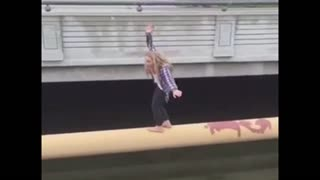Twerking girl falls off a bridge - Video