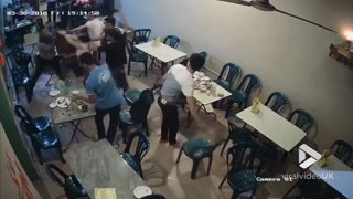 Brawl breaks out in cafe || Viral Video UK - Video
