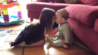 Precious moment between sister and baby brother - Video