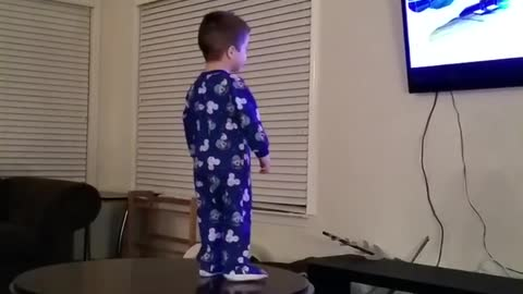 This kid loves to sing and dance (frozen)