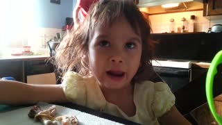 Toddler makes you smile with her crazy faces - Video