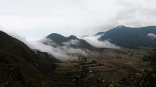Fog swallows entire valley from top of volcano - Video