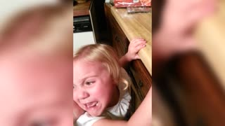 Little Girl Cries over Turkey - Video